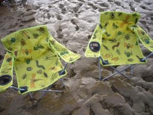 グラストンベリーに持っていった子供用の椅子。これでも大人は座れるしコンパクトで持ち運びが楽。(クリックすると拡大表示されます)