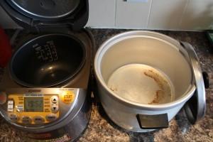 我が家の炊飯器、新旧比較(中身)