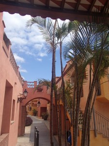 泊まってたホテル。色使いがスペインな感じ。